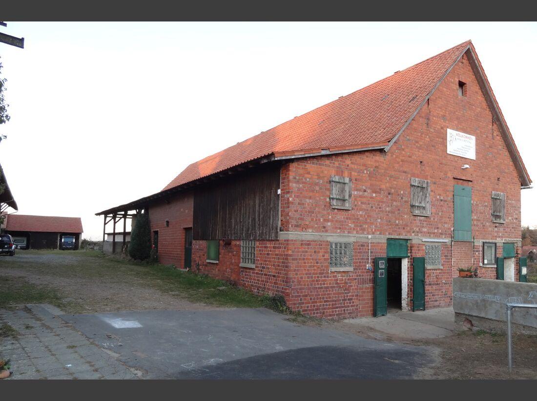 CAV-0212-Reitschultest-Hessen-Anjas-Reitstall-Stall-aussen (jpg)