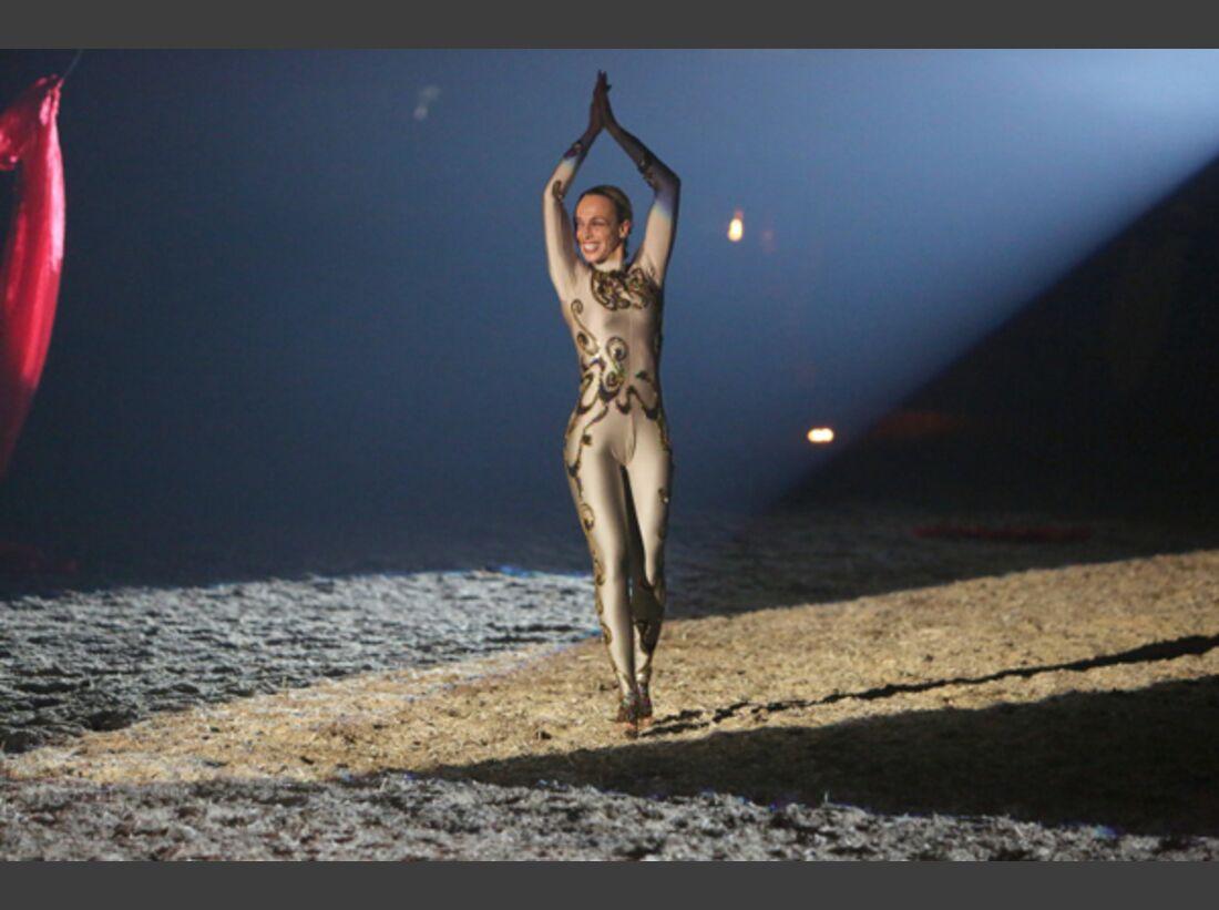 CAV Oliver Jubin Tanzende Beine Show 21