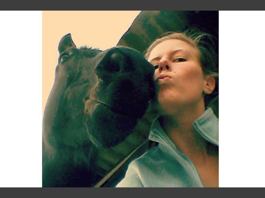 CAV Selfie Lara Bender
